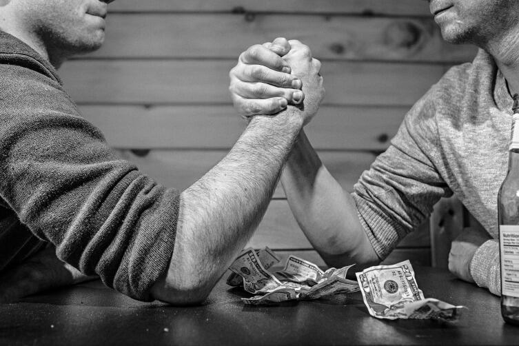 Относитесь к деньгам с уважением, не растрачивайте их попусту