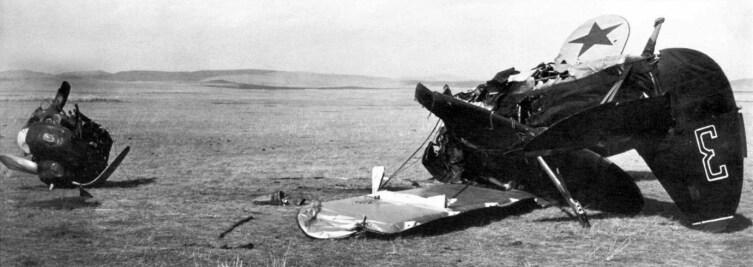 Халкин-Гол. Сбитый советский истребитель И-15 бис