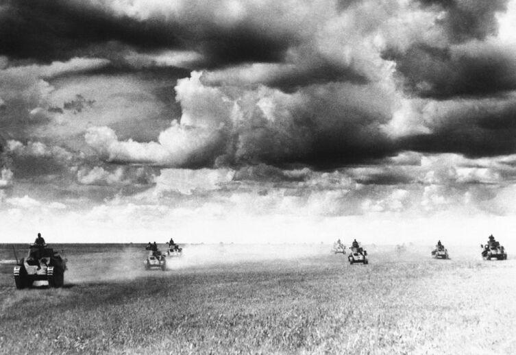 Танковая атака японцев перед рекой Халкин-Гол, июль 1939 г.