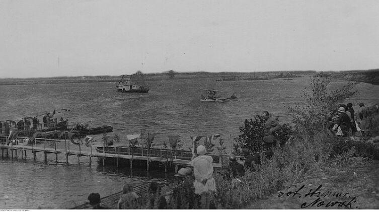Судно Пинской флотилии «Адмирал Серпинек» у Городища. 1930 г.