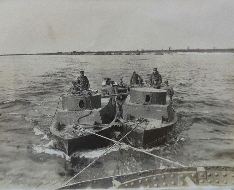 Бронекатеры Днепровской речной флотилии. Такие же судна входили в состав Пинской речной флотилии