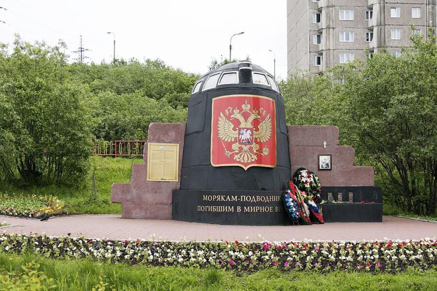 Часть АПЛ «Курск» как памятник в Мурманске