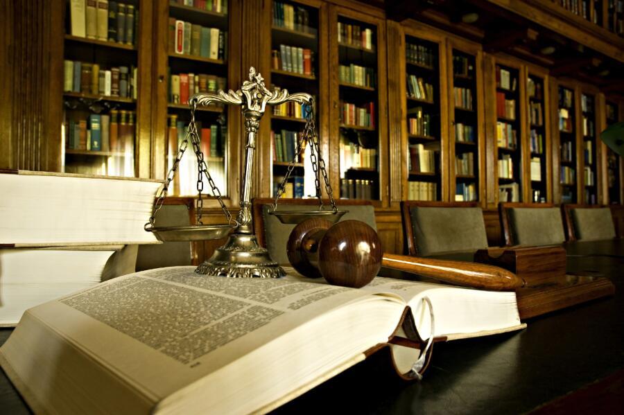 Адвокат или юрист: к кому направиться за поддержкой?