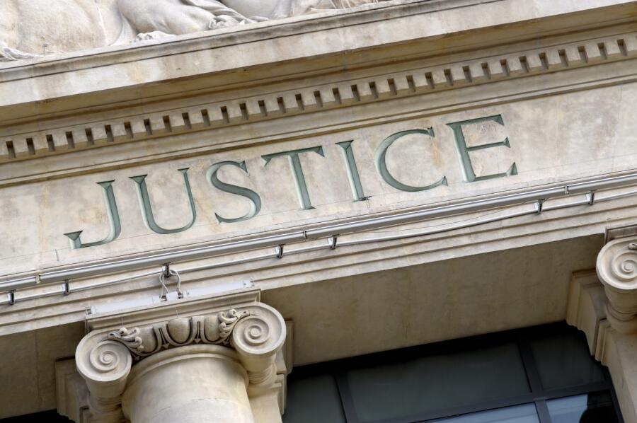 Стоит ли учиться на юриста?