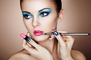 Какие ошибки в макияже визуально старят?