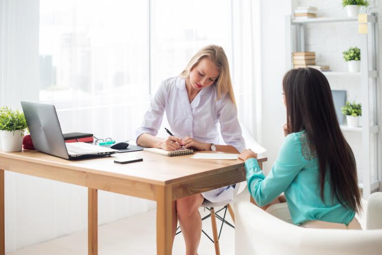 Если консультацию предоставляет молодой специалист, то она может оказаться некомпетентной