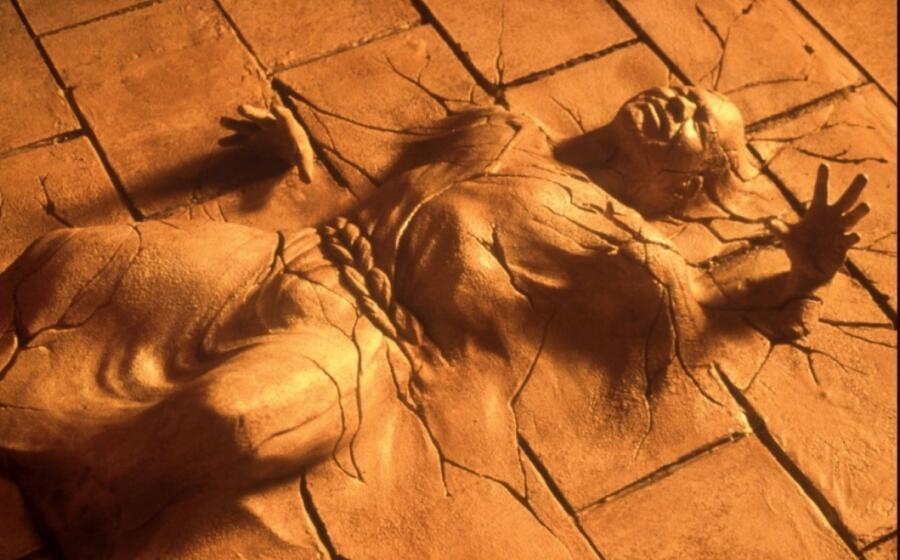 Кадр из фильма «Исполнитель желаний», 1997 г.
