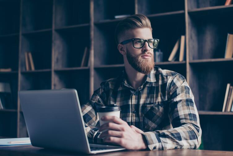 Фрилансер сам ищет работодателей и заказы