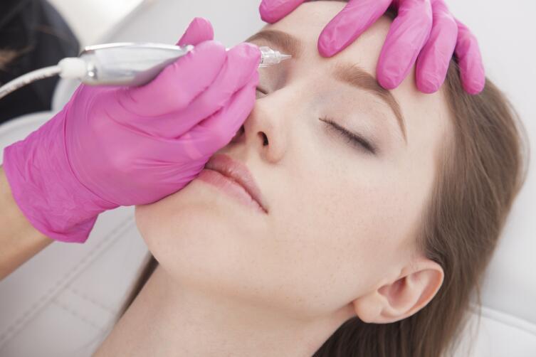 Для чего женщинам нужен перманентный макияж?
