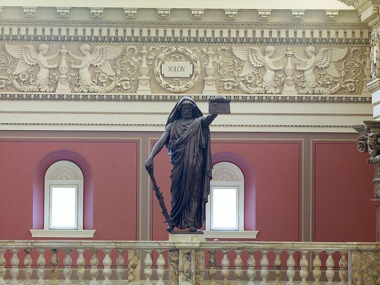 Статуя Солона в библиотеке Конгресса США