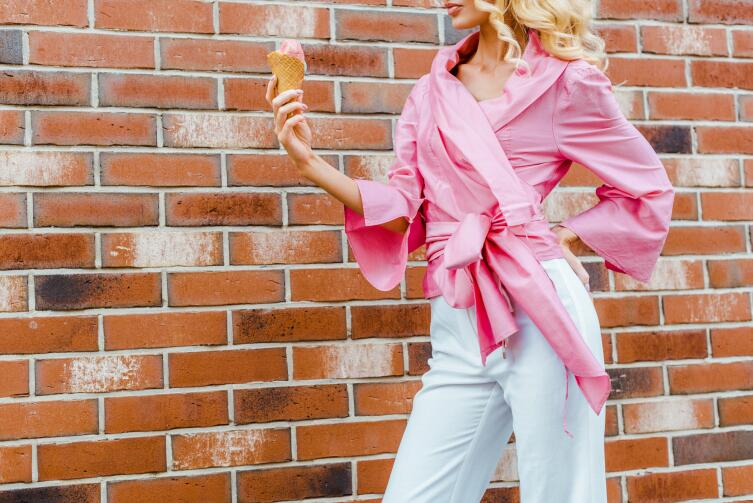 Холодный розовый подходит женщинам цветотипов