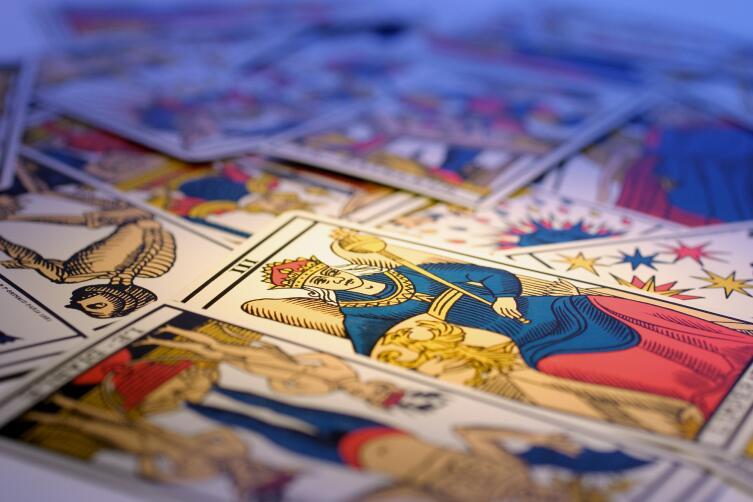 Карты Таро — это несколько оккультная практика