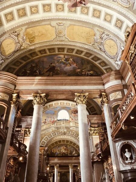 Австрийская национальная библиотека изнутри
