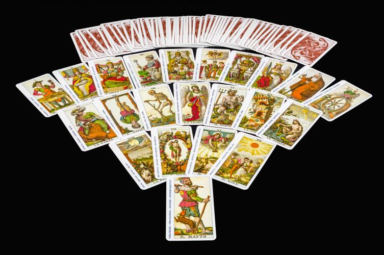 В игральной колоде 78 карт