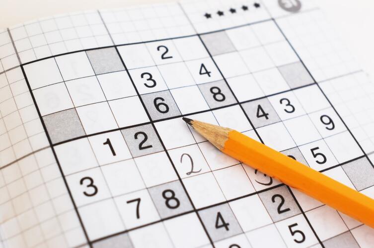 Чтобы решить судоку, можно использовать многочисленные правила и стратегии