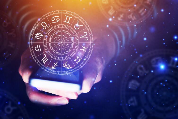 Астролог учитывает много факторов при составлении гороскопа