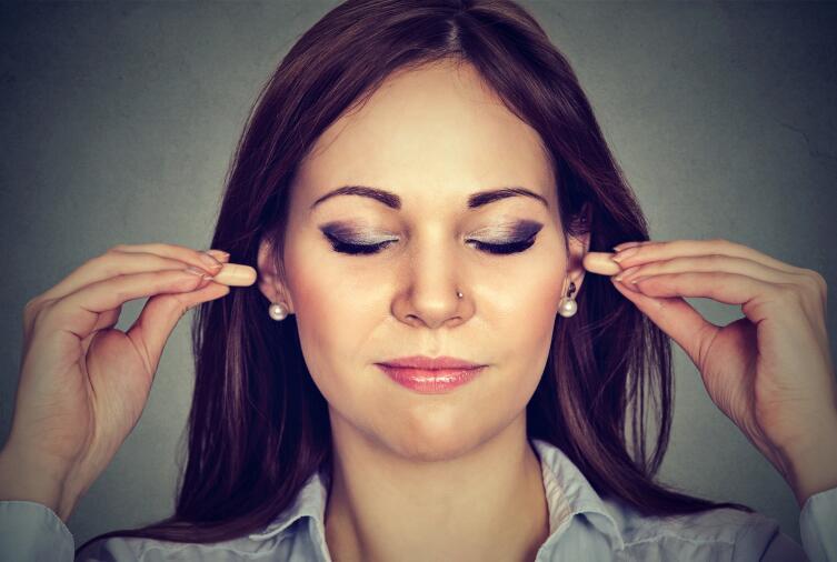Даже беруши не позволяют полностью «отключиться» от звуков