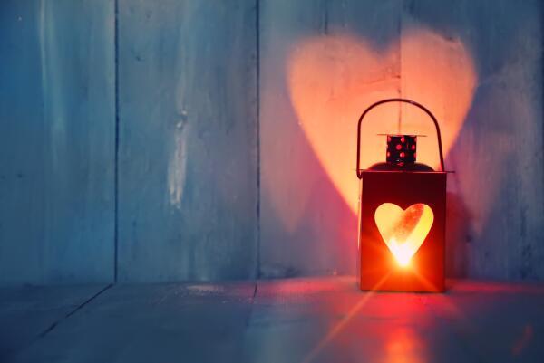 О чем может поведать горящая свеча?