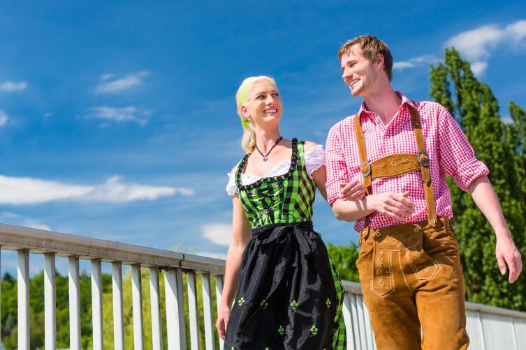 Национальный костюм, особенно женский, узнаваем во всем мире