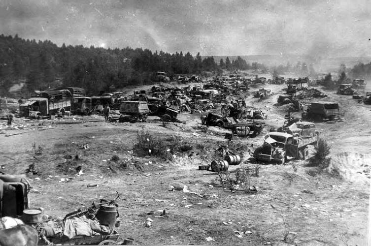 Колонна 9-й немецкой армии, разгромленная ударом с воздуха неподалеку от Бобруйска
