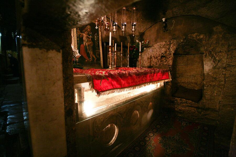 Гробница Богородицы, вид от северного входа в кувуклию