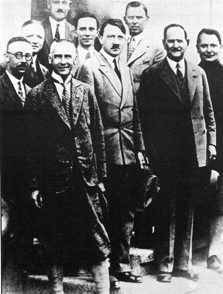 Гитлер с руководством НСДАП в конце 1920-х гг.