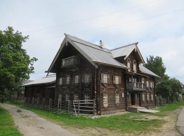 Шелтозеро. Дом Мелькина. Слева к дому примыкает короткая перекладинка «глаголя»