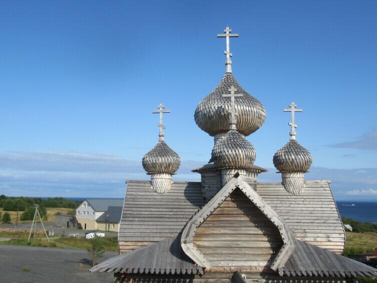 Завершение деревянных культовых сооружений крещатой бочкой применялось при строительстве многоглавых храмов