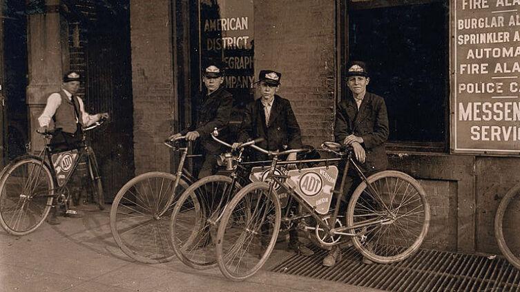 Велопосыльные телеграфной компании ADR в Индиане, США, 1908 г.
