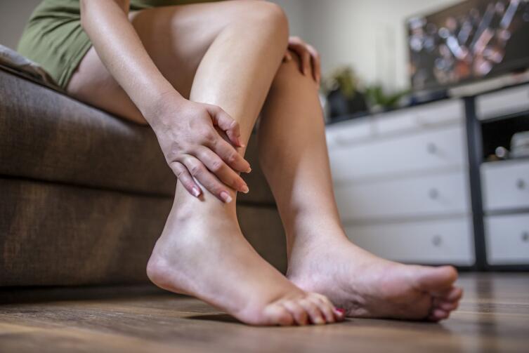 Отеки голеней: откуда берутся и что с ними делать?