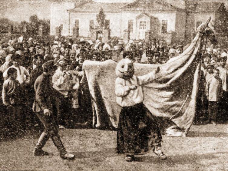 «Вождение русалки» (коня) в с. Оськино Воронежской губернии, 1930-е гг.