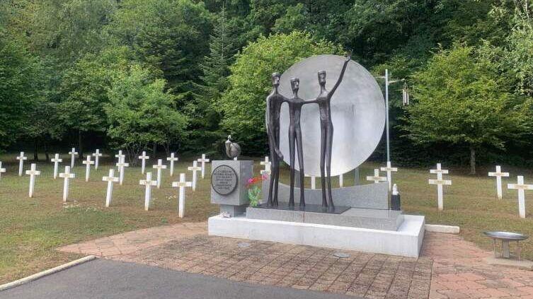 Советское мемориальное воинское кладбище Валлеруа