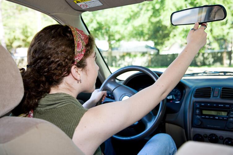 Зеркала заднего вида служат водителям уже более 100 лет