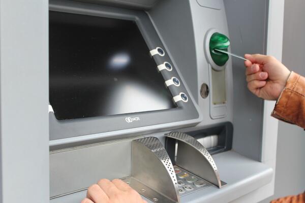 За что банк может заблокировать вашу карту?