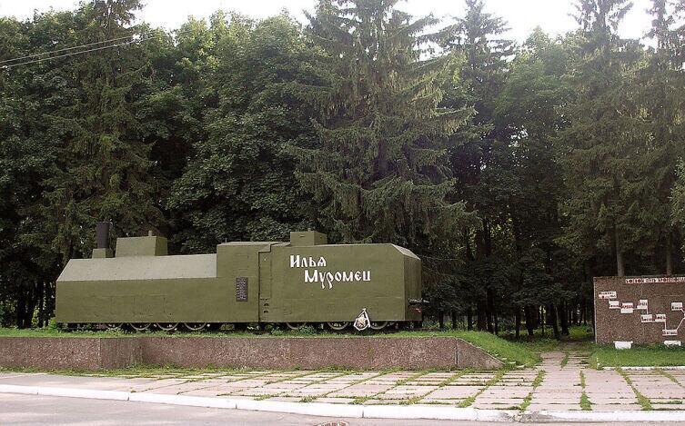 Реплика бронепаровоза бронепоезда «Илья Муромец» в г. Муром