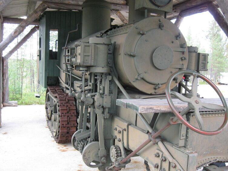 Гусеничный трактор с паровым двигателем