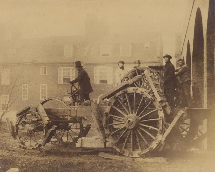 Деревянные гусеницы у трактора XIX века