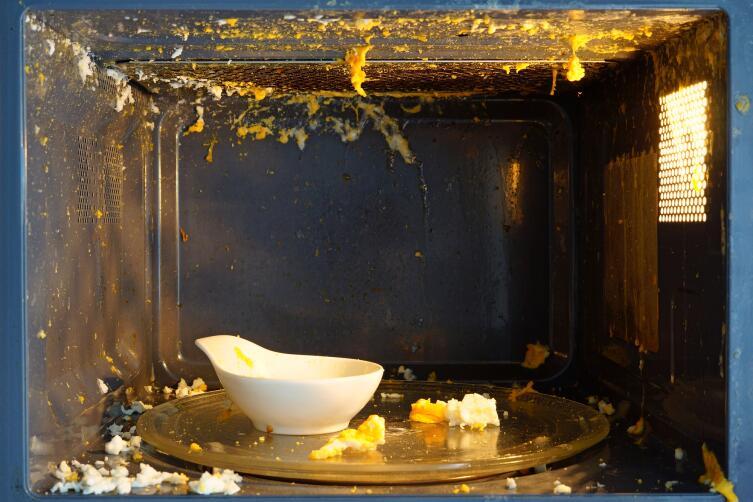 К чему приводит любопытство и нарушение инструкций? О варке яиц в микроволновке и не только