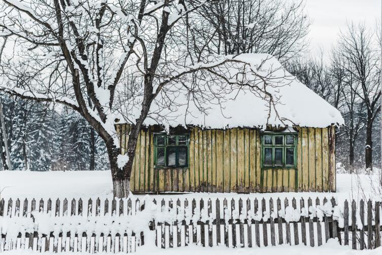 Пусть домик будет старый, главное, чтобы земли было много
