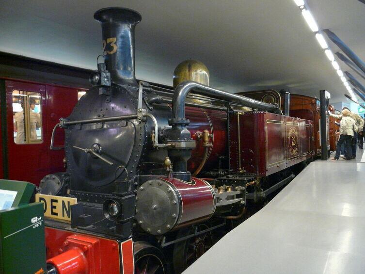 Единственный сохранившийся паровоз первой подземной железной дороги в Лондонском музее общественного транспорта
