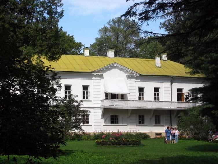 Ясная Поляна, где писатель прожил бо́льшую часть своей жизни
