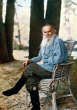 Цветной фотографический портрет Л.Н. Толстого в Ясной Поляне, созданный С.М. Прокудиным-Горским в мае 1908 года