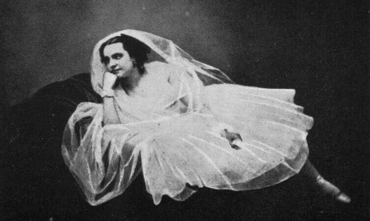 Каролина Розати в костюме Медоры к балету «Корсар», Париж, 1856 г.