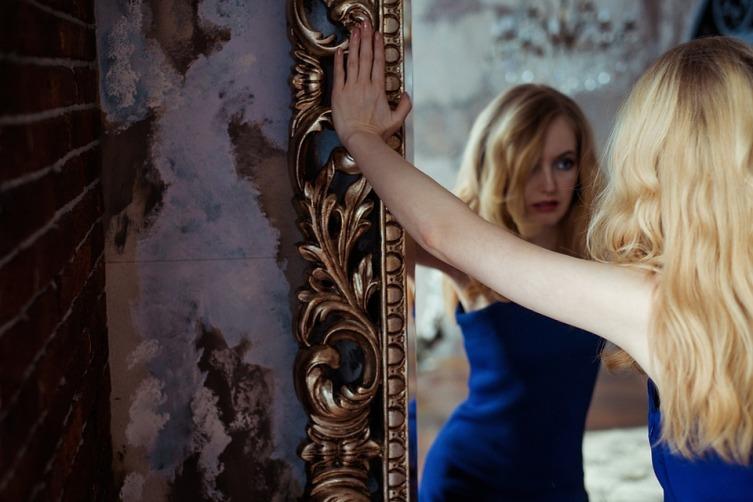 Зеркала в интерьере дома: какие возможности они дают?