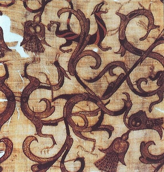 Деталь шёлкового ритуального предмета одежды. IV век до н. э., эра Чжоу, Китай.