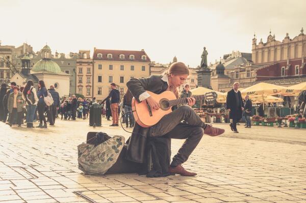 Легко ли быть уличным музыкантом?