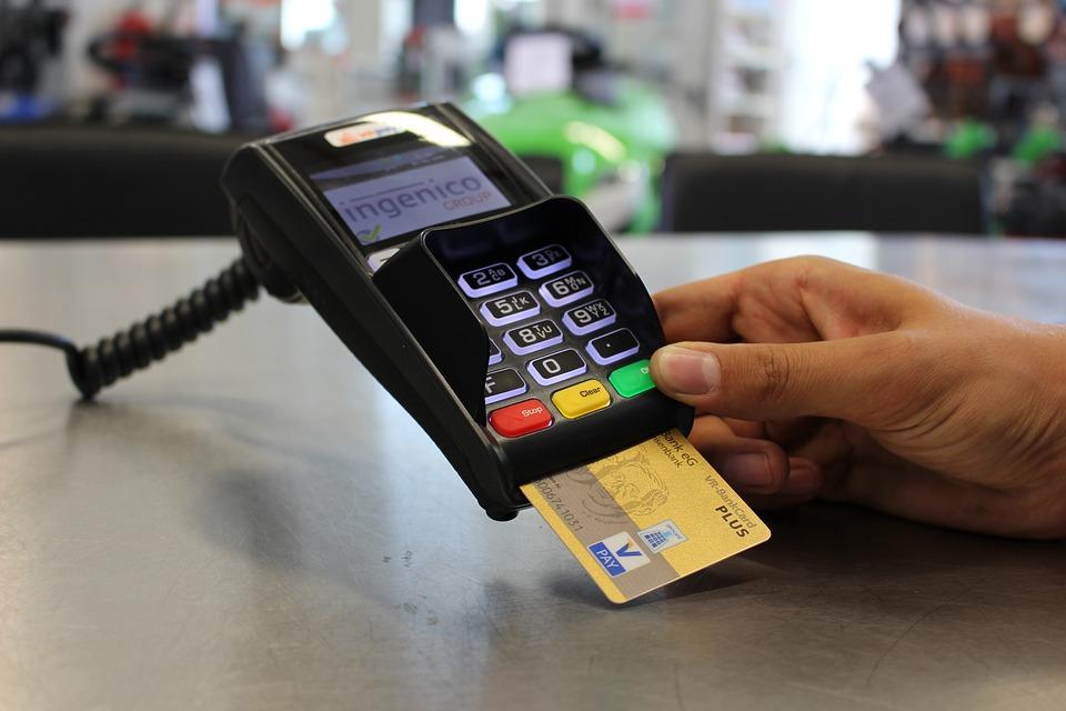 Почему банк заблокировал кредитную карту