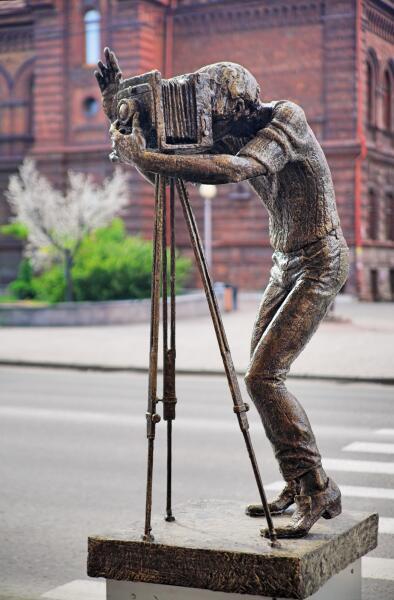 Скульптура фотографа в Красноярске