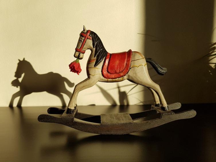 Не все так просто с этими лошадками, считают в народе...