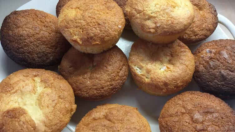 Бисквиты (мини-шарлотки) со сливой